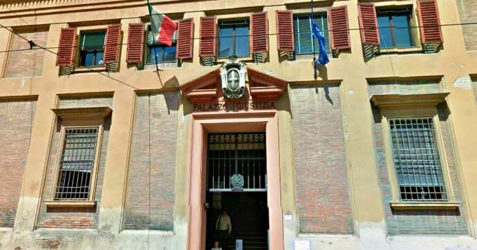 "Migrants, the court of Modena: ""The 'cohabitation pact' is sufficient to register the partner ExtraUE for a residence permit visa Italy"""